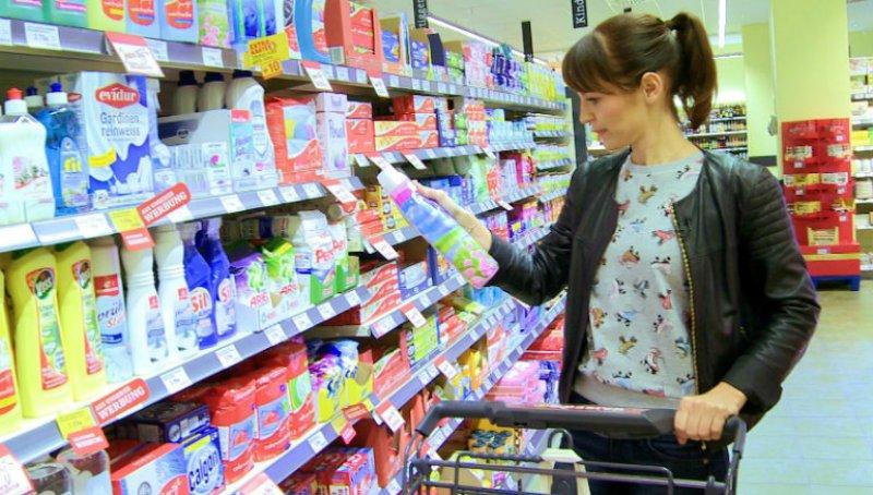 Mit Coupons und Cashback (Geld-zurück-Aktionen) könnt ihr beim Einkauf von Lebensmitteln und Drogerieartikeln sparen.